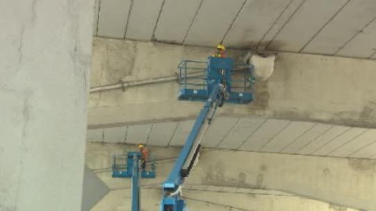 One car damaged after concrete falls from the Gardiner Expressway - image