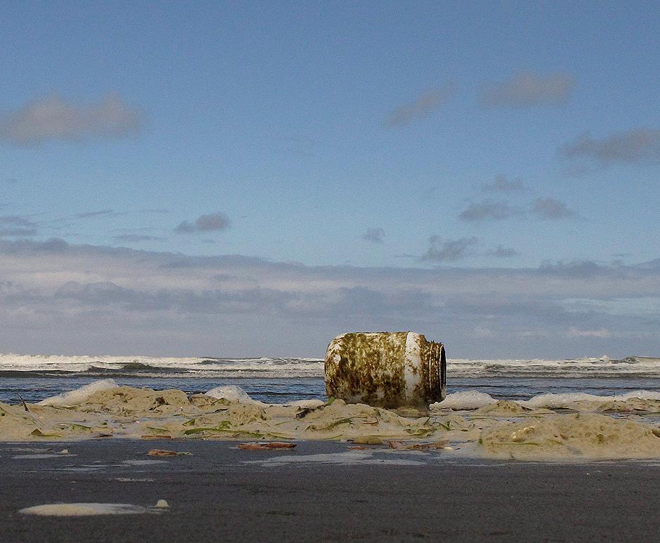 gallery japan tsunami debris