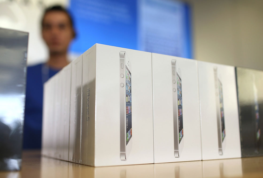 The company said starting Friday that it would give customers credit for functioning older iPhone models at Apple Stores.