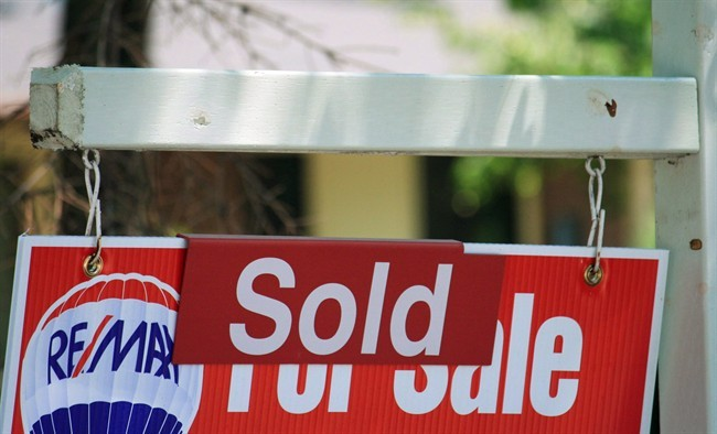 Winnipeg's housing market saw a drop in both sales and listings for the first week of April, according to Winnipeg REALTORS.