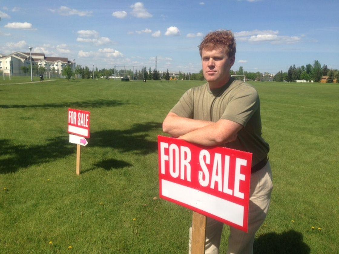 Curtis Penner running for Edmonton mayor, in his neighbourhood of Erminskin, June 3, 2013.