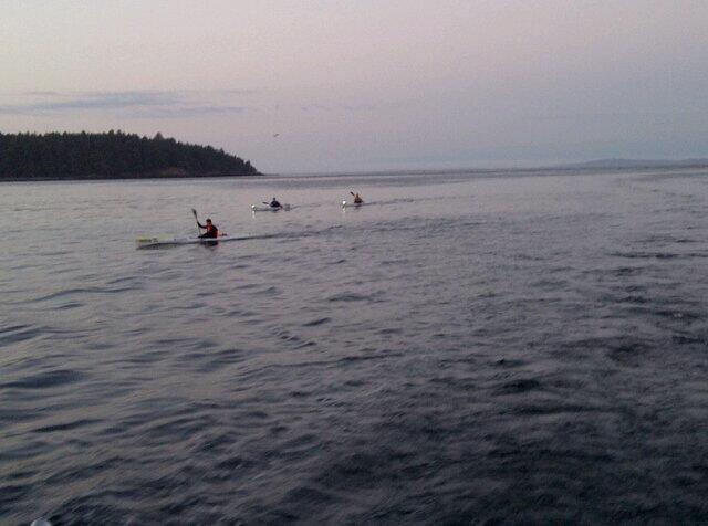 Kayakers paddle 135 kilometers to honour friend's memory - image