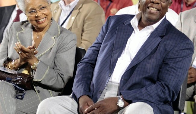 Legendary baseball player Hank Aaron dead at 86