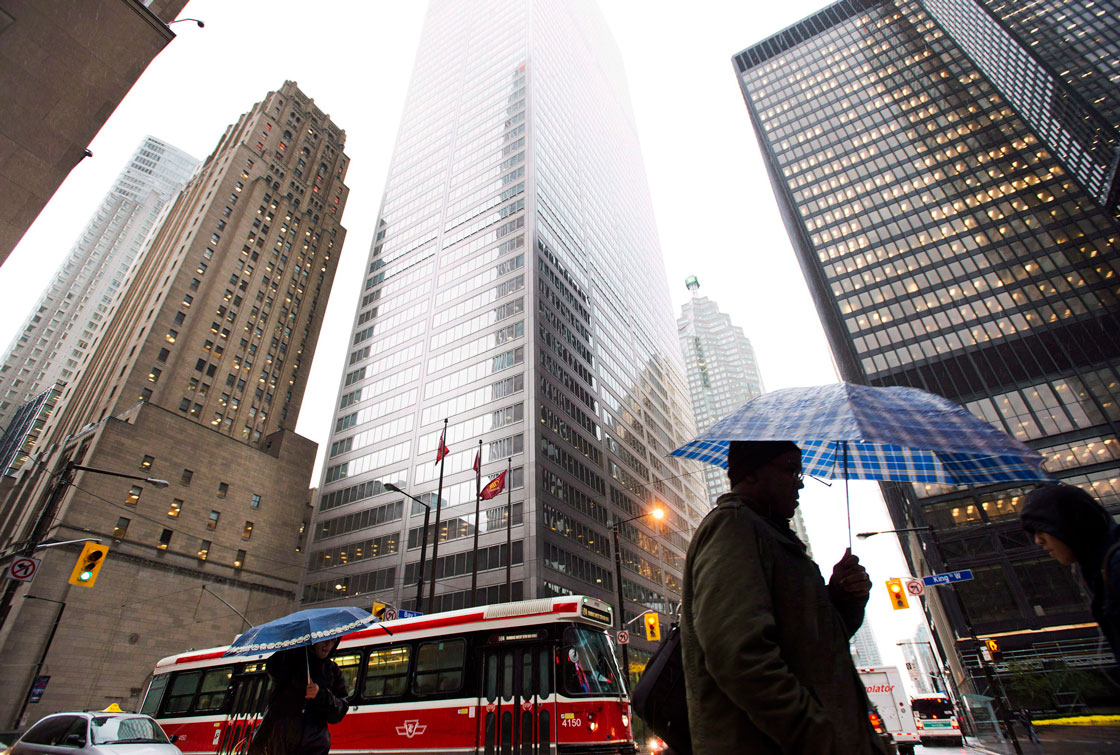 A new report says Canada's big banks are capitalized well enough to absorb the impact of a downturn in the housing market.