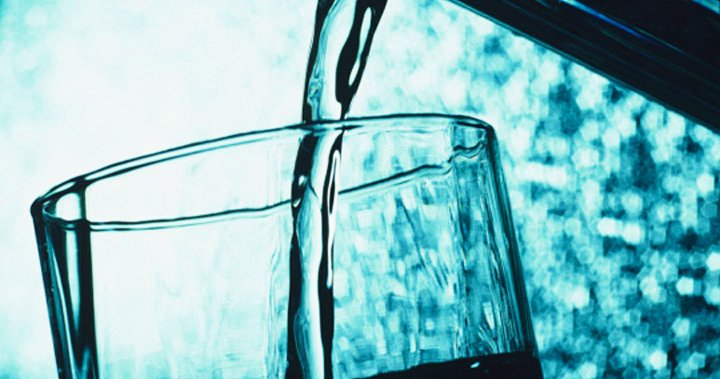 Trying to lose weight? Here's how many calories you cut with each glass of water