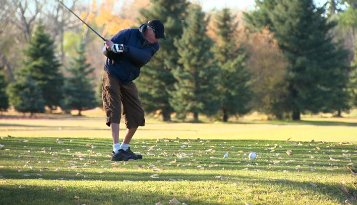 Determined Saskatoon golfers holding on to fall as they plan to hit links until the snow flies.