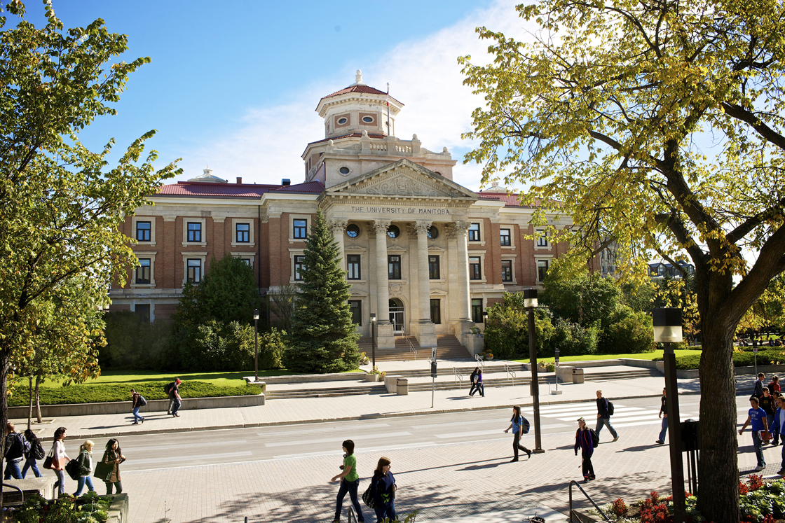 The University of Manitoba Faculty Association says members of its bargaining unit will start voting on whether to strike this week.