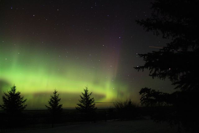 The northern lights as seen southwest of Saskatoon, Sask., near the Gardiner Dam, on the night of Nov. 6/7.