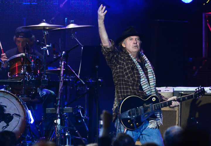 Neil Young will perform concerts in Toronto, Winnipeg, Regina and Calgary to benefit a northern Alberta aboriginal band fighting oilsands development in its territory.