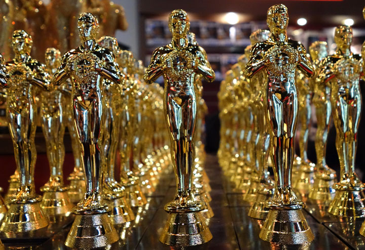 Academy sues over auctioned Oscar statuette - image