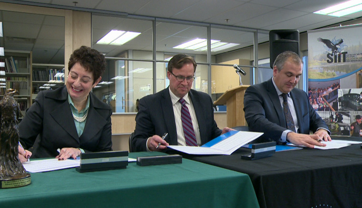 University of Saskatchewan business school and SIIT sign agreement that fast-tracks Aboriginal students' post-secondary education.