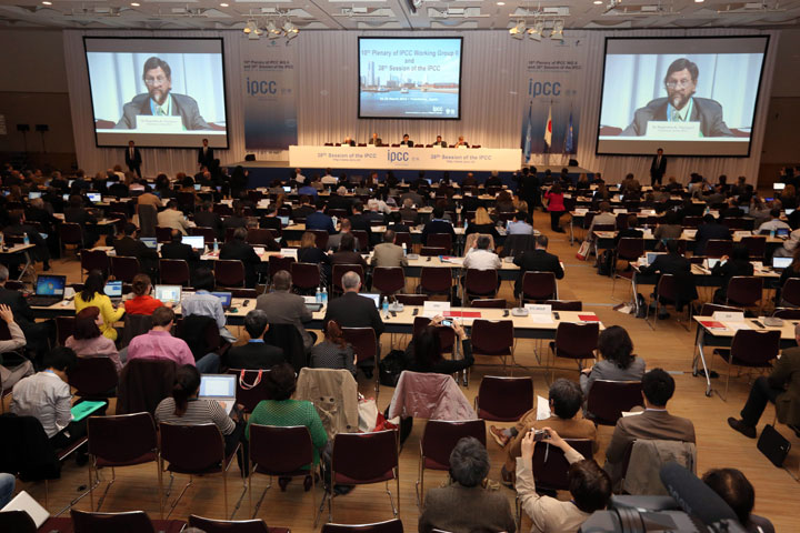 The chair of the IPCC, Rajendra K. Pachauri, second from right, delivers an opening remarks during the opening session of the 10th Plenary of IPCC Working Group II and the 38th Session of the IPCC in Yokohama, Japan, March 25, 2014.