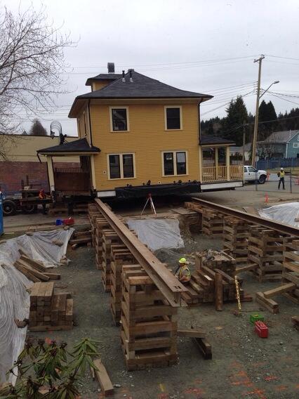 The Centennial Appleyard House on the move.