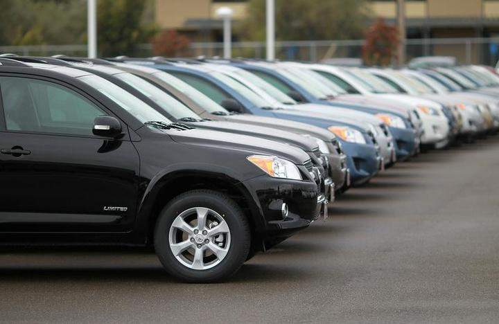 A warrant has been issued for a Saskatoon man, who is facing charges related to allegations he was operating as an unlicensed vehicle dealer.