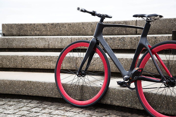 Vanhawks Valour | First ever connected carbon fibre bicycle.
