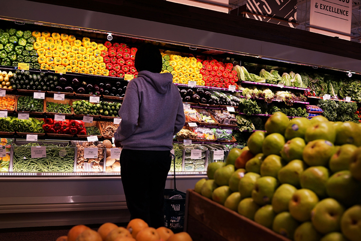 In an ideal world, we'd eat food that was fresh and tastes good -- but a new poll shows that Canadians are much more concerned with food prices than taste when at the grocery store.