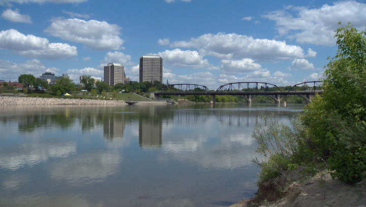 International immigration helps the Saskatchewan population grow by over 5,000 people in the first quarter of 2014.