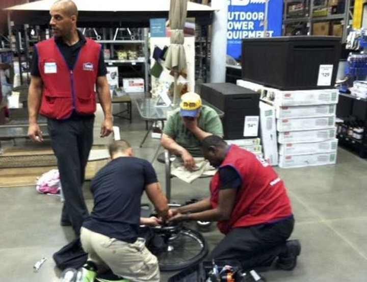 An amputee U.S. veteran is thanking three employees at a New York home improvement and appliance store after the men repaired his broken wheelchair.