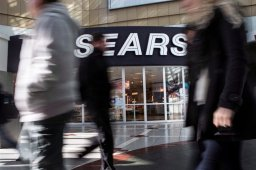 Continue reading: Sears Canada nearing make-or-break moment, analyst says