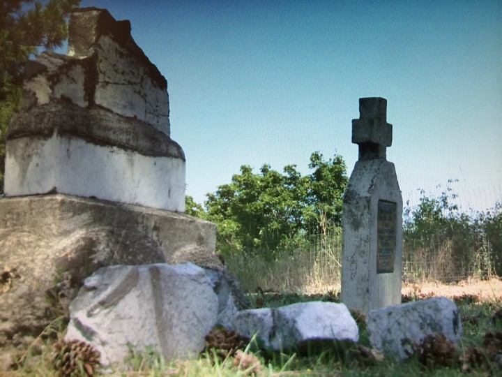 The graves of those who died while interned in Vernon during the First World War have fallen into disrepair.