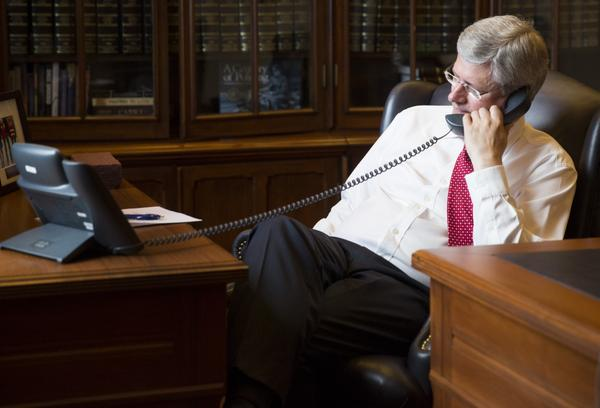 Harper offers 'additional help' to Obama in phone  call over crisis in Iraq - image