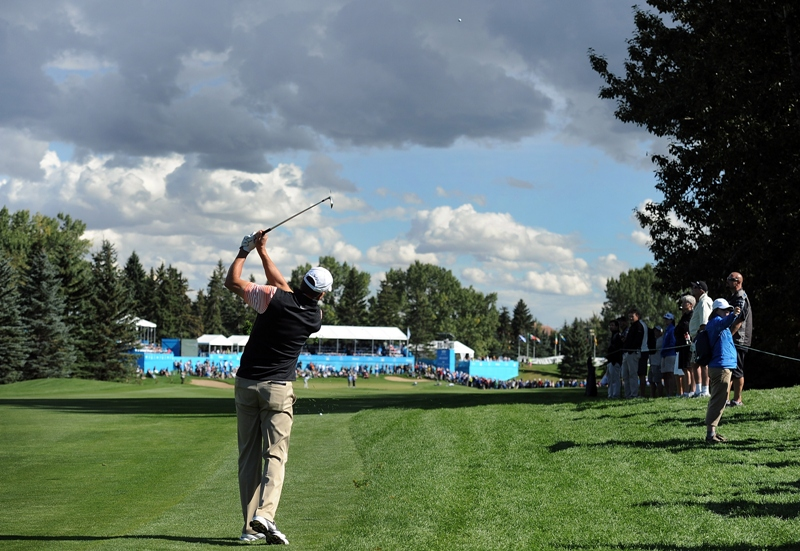 Bob Tway on the 18th hole during the second round of the Shaw Charity Classic at the Canyon Meadows Golf and Country Club on August 30, 2014 in Calgary, Canada. (Photo by Steve Dykes/Getty Images).