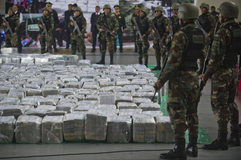 Police officers stand guard during the arrival of more than 7 tons of cocaine at the police airport in Lima, on September 1, 2014. According to Urresti, the drug belonged to a Mexican cartel and was destined to Belguim and Spain. AFP PHOTO/ERNESTO BENAVIDES .