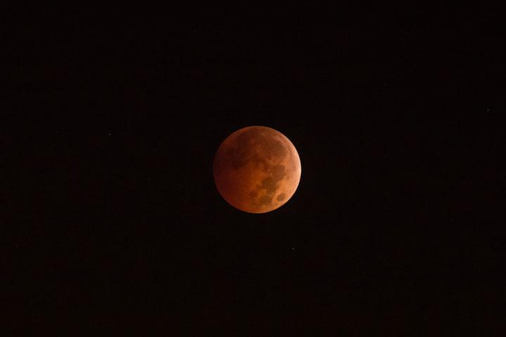 Lunar eclipse across Canada