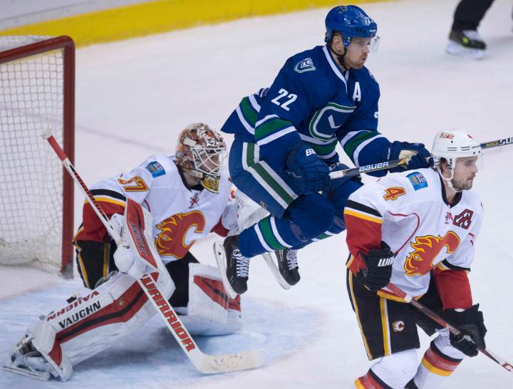 The Vancouver Canucks will face the Calgary Flames in the opening round of the 2015 NHL playoffs.