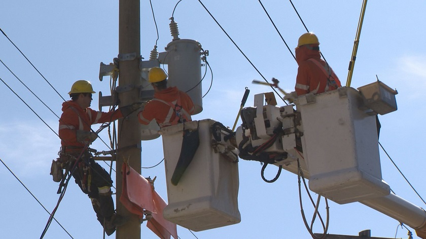 Manitoba Hydro workers perform maintenance.