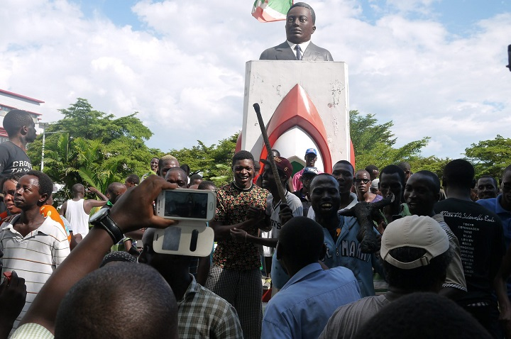 People gather in the streets of Bujumbura to celebrate the attempted coup d'état of General Godefroid Niyombaré on May 13, 2015.Demonstrations take place in Burundi since April 25th, when President Pierre Nkurunziza, who's been running Burundi for ten years, announced that he would stand as a candidate for the next election.