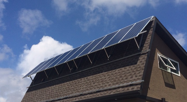 A solar energy tour took people to some of the homes and businesses in the Queen city that power themselves using the sun.
