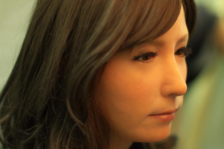 Hiroshi Ishiguro's Geminoid F. Does she make you feel uncomfortable?.