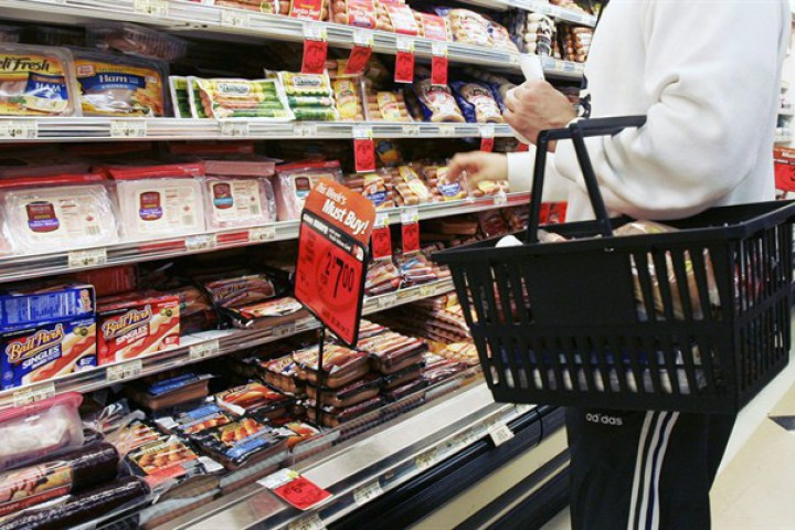 Food prices -- especially for meat -- continue to rise strongly, data from the federal statistics agency show.
