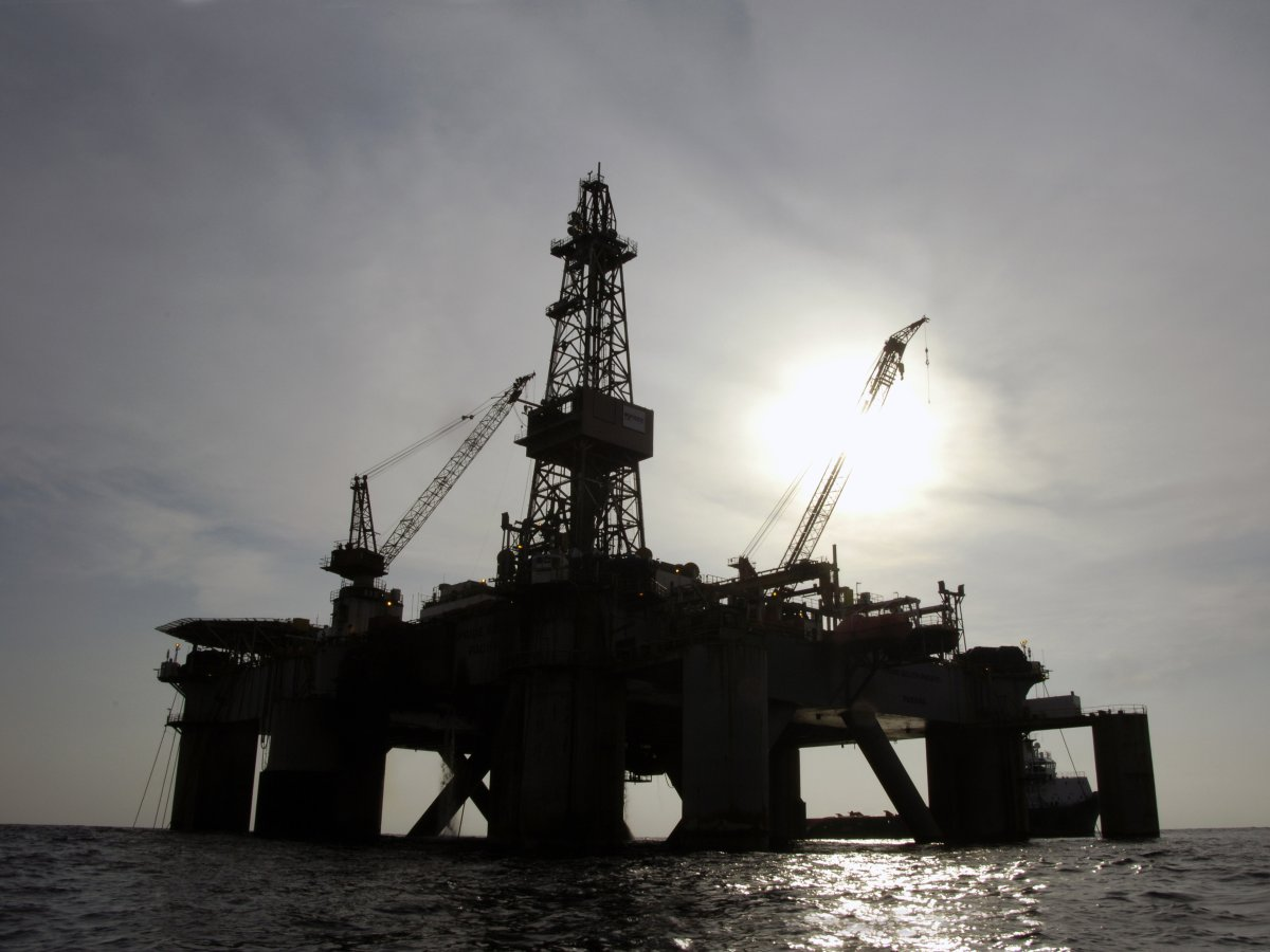This picture taken at end of Dec. in 2007 shows an oil platform situated off Angola.