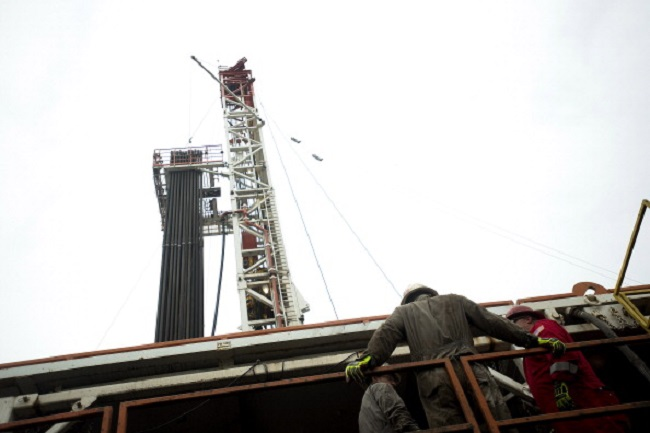 A rig drills for natural gas at a hydraulic fracturing (fracking) site  Washington Township, Pennsylvania, U.S., on Thursday, Oct. 31, 2013.