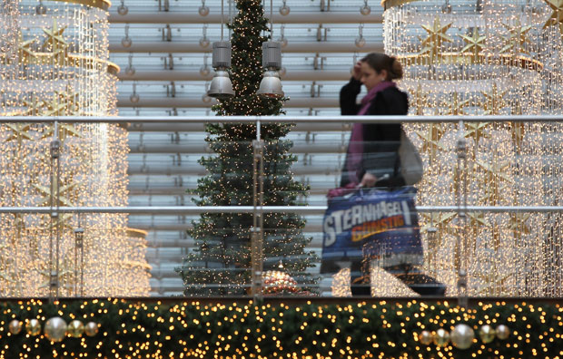 Canadian shoppers seen dialing back this Christmas - image