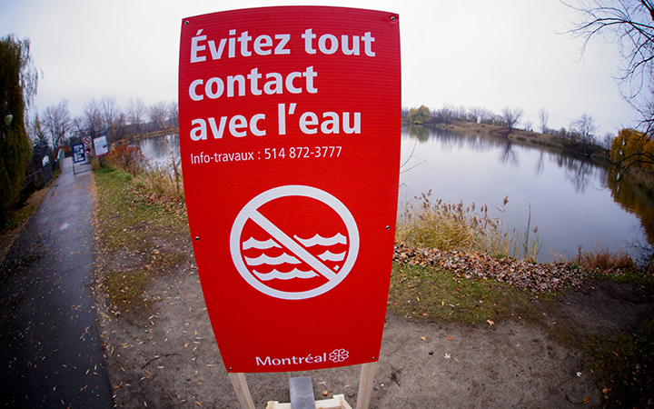 A sign warning people to avoid contact with water after the city of Montreal dumped 8-billion litres of raw sewage into the St. Lawrence River on Nov. 12, 2015.