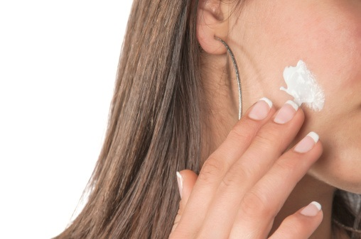 Health Canada is advising Canadians that the use of over-the-counter acne products containing benzoyl peroxide or salicylic acid may cause rare but serious allergic reactions.