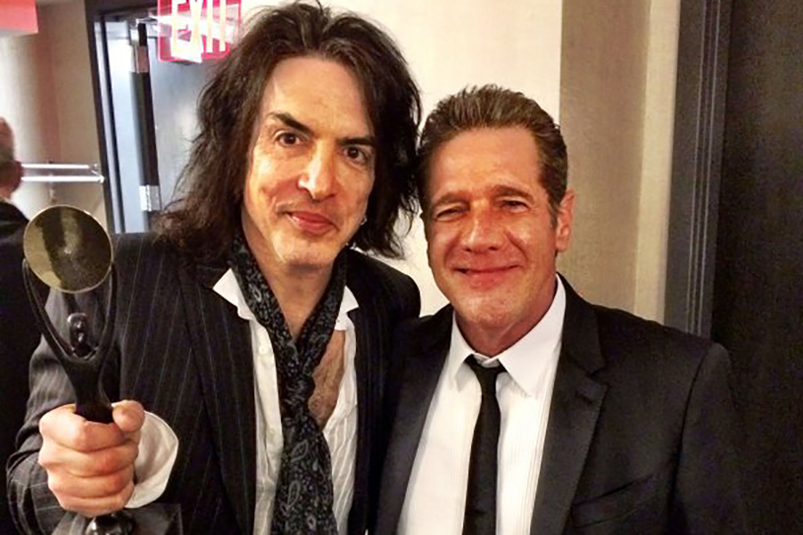 Kiss singer Paul Stanley shared a moment with Glenn Frey at the Rock and Roll Hall of Fame in Cleveland on Twitter Monday.