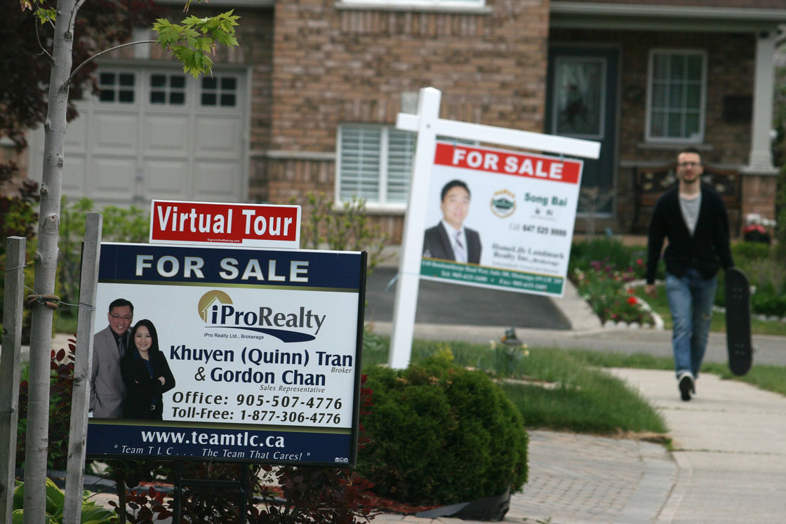 The average price of a detached home in Toronto's suburbs rose 20.9 per cent in January compared to January 2015.