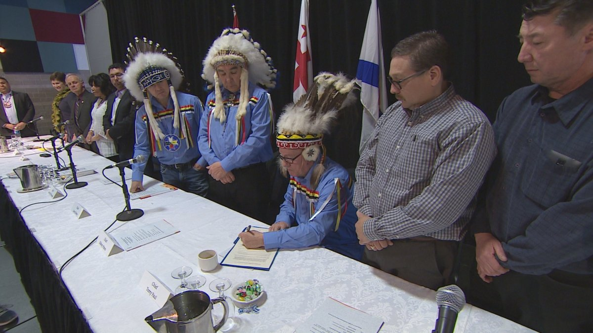 Mi'kmaq chiefs sign a health data sharing agreement on March 25, 2016.