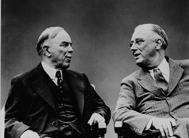 Canadian Prime Minister William Lyon Mackenzie King (left) and U.S. President Franklin D. Roosevelt talk at the Quebec Conference in Quebec City in August 1943.