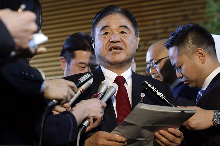 Toshiaki Endo, center, minister in charge of the 2020 Tokyo Olympics, speaks with media in a December 2015 file photo.