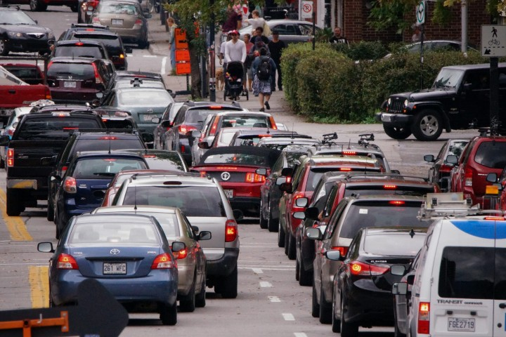 Commuters stuck in traffic in Montreal, Que.