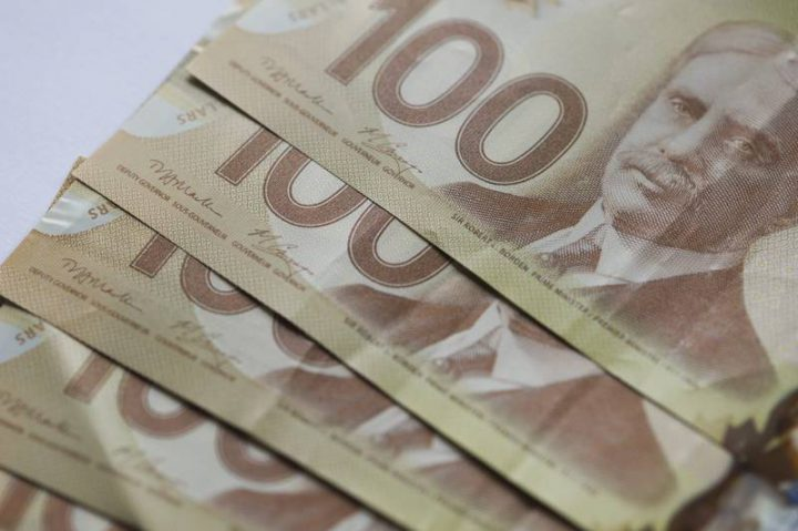Why Canadians use less cash  but more $100 bills - National | Globalnews.ca