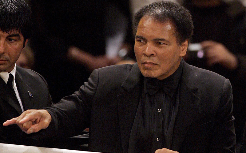 Boxing legend Muhammad Ali in the ring afterthe World Championship super-middleweight fight between his daughter, womens boxing World Champion, Laila Ali from US and Asa Sandell from Sweden at the Max Schmeling Hall in Berlin, 17 December 2005.