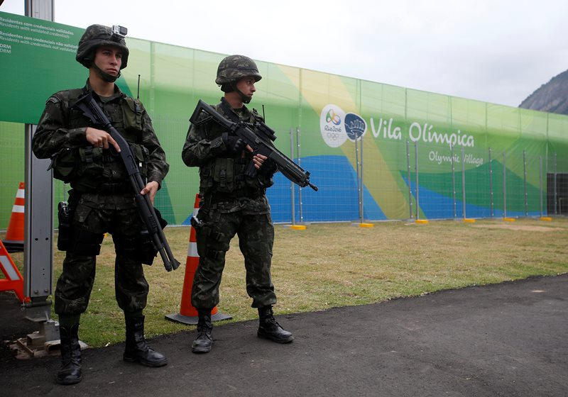 Soldiers of the Brazilian Armed Forces stand guard outside the 2016 Rio Olympics Village in Rio de Janeiro, Brazil, July 21, 2016. REUTERS/Stoyan Nenov.