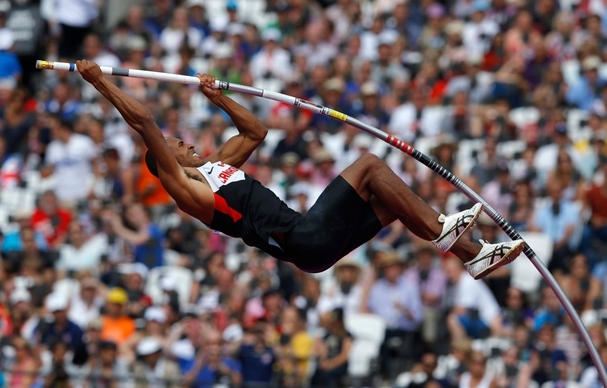 Canada's Damian Warner competes in the men's decathlon pole vault event at the London 2012 Olympic Games at the Olympic Stadium August 9, 2012.   REUTERS/Phil Noble (BRITAIN  - Tags: OLYMPICS SPORT ATHLETICS)   - RTR36IRF.