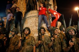 Continue reading: Turkey coup: What Canadians in the country need to know